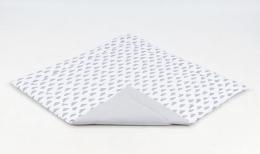 Hrací, přebalovací podložka 160x160cm - bílá/mráčky šedé-šedá