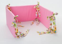 Mantinel na postýlku - růžový, stuhy barevná louka
