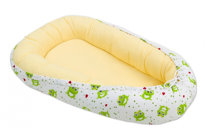Oboustranné hnízdečko - kokon pro miminko - Žluté / žabky zelené