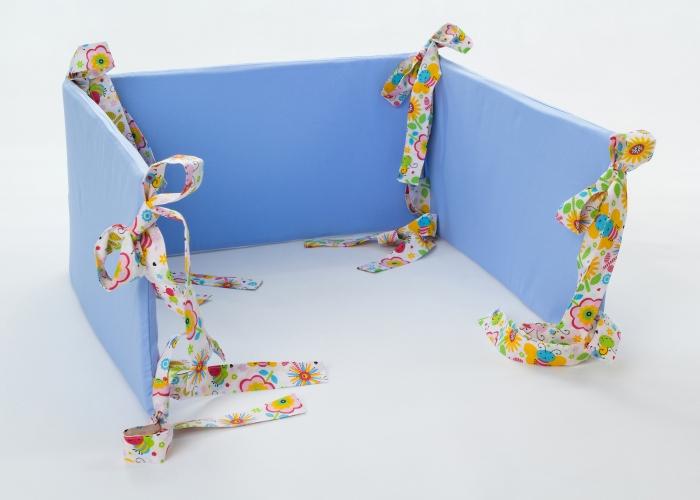 Mantinel na postýlku - modrý, stuhy barevná louka
